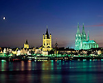 Germany, North Rhine-Westphalia, Cologne: skyline at night