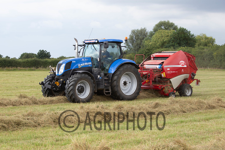 Baling hay in Lincolnshire<br /> ©Tim Scrivener Photographer 07850 303986<br />      ....Covering Agriculture In The UK....