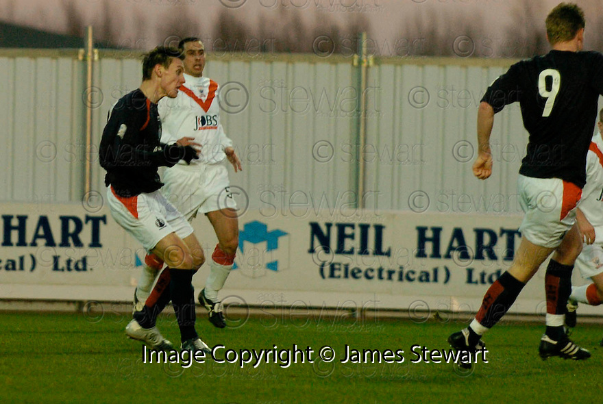 26/12/2004  Copyright Pic : James Stewart.File Name : jspa05_falkirk_v_airdrie.DARYLL DUFFY SCORES FALKIRK'S FIRST....Payments to :.James Stewart Photo Agency 19 Carronlea Drive, Falkirk. FK2 8DN      Vat Reg No. 607 6932 25.Office     : +44 (0)1324 570906     .Mobile   : +44 (0)7721 416997.Fax         : +44 (0)1324 570906.E-mail  :  jim@jspa.co.uk.If you require further information then contact Jim Stewart on any of the numbers above.........