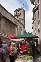 Europe/France/Midi-Pyrénées/46/Lot/Souillac: Marché devant le beffroi, en fait il s'agit de l'ancienne église paroissiale Saint-Martin du XIIème siècle, fut endommagée pendant les guerres de religion.
