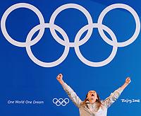 Maria Valentina Vezzali esultanza sul podio dopo la conquista della medaglia d'oro<br /> National Aquatics Center<br /> Pechino - Beijing 11/8/2008 Olimpiadi 2008 Olympic Games<br /> Foto Andrea Staccioli Insidefoto