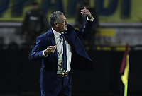 IBAGUE - COLOMBIA, 24-04-2019: Gustavo Alfaro técnico de Boca gesticula durante el partido entre Deportes Tolima de Colombia y Boca Juniors de Argentina como parte de la Liga Águila I 2019 jugado en el estadio Manuel Murillo Toro de la ciudad de Ibagué. / Gustavo Alfaro coach of Boca gestures during match as part of round 4, group G, of Copa CONMEBOL Libertadores 2019 between Deportes Tolima of Colombia and Boca Juniors of Argentina played at Manuel Murillo Toro stadium in Ibague city. Photo: VizzorImage / Alejandro Rosales / Cont