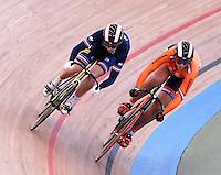 CALI – COLOMBIA – 28-02-2014: Virgine Cluef (Izq.) de Francia y Elis Ligtlee (Der.) de Holanda en la prueba Mujeres Sprint 1/16 Final en el Velodromo Alcides Nieto Patiño, sede del Campeonato Mundial UCI de Ciclismo Pista 2014. / Virgine Cluef (L) of Francia and Elis Ligtlee (R) of Nederland , during the test of Women´s Sprint 1/16 Final in Alcides Nieto Patiño Velodrome, home of the 2014 UCI Track Cycling World Championships. Photos: VizzorImage / Luis Ramirez / Staff.