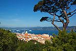 France, Provence-Alpes-Côte d'Azur, Saint-Tropez: View over old town | Frankreich, Provence-Alpes-Côte d'Azur, Saint-Tropez: Blick ueber die Altstadt