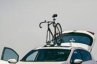Sebastian Gaxiola of Cultura Bike does a live broadcast on Facebook Live with his iphone smartphone and an osmo mobile stabilizer dji next to his bike mounted on the roof of a 2017 Kia Forte car using a Seasucker: Accessory for suction support on his visit to the La Cruz estuary in Kino viejo, Sonora, Mexico.<br /> (Photo: Luis Gutierrez / NortePhoto.com).<br /> <br /> Sebastian Gaxiola de Cultura Bike hace una transmision en vivo por Facebook Live con su telefono inteligente iphone y un dji estabilizador osmo mobile junto a su bicicleta montada en el techo de un auto Kia Forte 2017 usando un Seasucker: Accesorio para soporte de succión en su visita al el estero La Cruz en  Kino viejo, Sonora, Mexico. <br /> (Photo: Luis Gutierrez / NortePhoto.com).