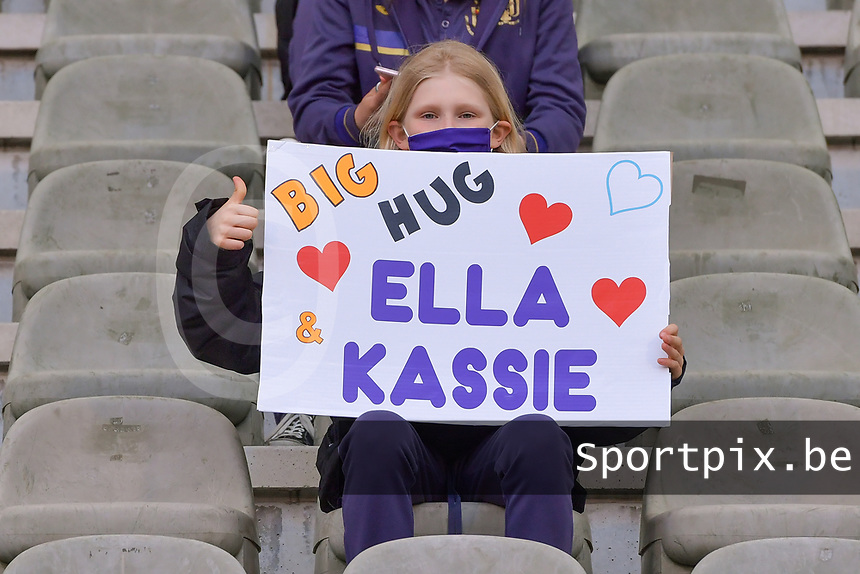 Big hug Ella and Kassie pictured during a female soccer game between RSC Anderlecht Dames and Oud Heverlee Leuven on the seventh matchday of play off 1 of the 2020 - 2021 season of Belgian Womens Super League , saturday 15 th of May 2021  in Brussels , Belgium . PHOTO SPORTPIX.BE | SPP | STIJN AUDOOREN