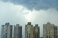 PORTO ALEGRE, RS, 24/01/2021 - CLIMA  - TEMPO - A previsão do dia inicia com temperaturas de 24 graus a mínima e chegando a 34 graus a máxima, e sol pela manhã. Chuvas e ventos fortes na parte da tarde e noite, em Porto Alegre, neste domingo (24).