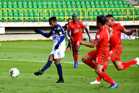 TUNJA-COLOMBIA, 04-10-2020: Santiago Orozco, Oscar Vanegas de Patriotas Boyaca y Luis Gonzalez de Atletico Junior disputan el balón, durante partido de la fecha 11 entre Patriotas Boyaca y Atletico Junior, por la Liga BetPlay DIMAYOR 2020-I, jugado en el estadio La Independencia de la ciudad de Tunja. / Santiago Orozco, Oscar Vanegas of Patriotas Boyaca and Luis Gonzalez of Atletico Junior figh for the ball, during a match of the 11h date between Patriotas Boyaca and Atletico Junior, for the BetPlay DIAMYOR Leguaje 2020-I played at the La Independencia stadium in Tunja city. / Photo: VizzorImage / Edward Leguizamon / Cont.