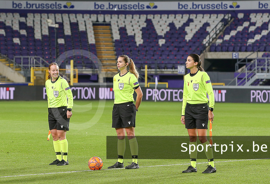 Swiss referees pictured with Sabrina Keinersdorfer , Michele Schmolzer (middle) and Emilie Aubry before a female soccer game between RSC Anderlecht Dames and Northern Irish Linfield Ladies  in the first qualifying round for the Uefa Womens Champions League of the 2020 - 2021 season , Wednesday 4 th of November 2020  in ANDERLECHT , Belgium . PHOTO SPORTPIX.BE | SPP | SEVIL OKTEM