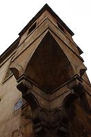 Marais: The corner of the Hotel d'Angouleme Lamoignon -XVII century- that was a gatekeeper lodge. In the characteristic building is located the Historic Library (Paris, 2011).<br /> <br /> Marais: L'angolo de l'Hotel d'Angouleme Lamoignon -XVII secolo- che era una guardiola. Nell'edificio caratteristico è ospitata la Biblioteca Storica (Parigi, 2011).