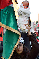 Manifestazione nazionale a Roma, 17 gennaio 2009, di solidarieta' col popolo palestinese e contro i raid israeliani nella striscia di Gaza..A woman holds a doll representing a child killed by a bomb, during a national demonstration in Rome, 17 january 2009, in solidarity with Palestinians and against Israel's continued incursion into Gaza strip..UPDATE IMAGES PRESS/Riccardo De Luca