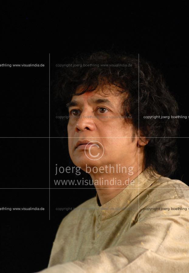 INDIA Karnataka, classical indian music , concert with famous Tabla player Ustad Zakir Hussain / INDIEN Karnataka, klassische indische Musik , Konzert mit Tabla Spieler Ustad Zakir Hussain