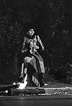 """SOFIA LOREN SUL SET DE """"LA PUPA E IL GANGSTER"""" ROMA 1975"""