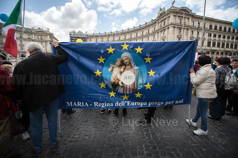 """Rome, 18/05/2019. Today, thousands of people gathered in Piazza della Repubblica to attend the annual Marcia per la Vita (March For Life - For a life without compromise! 1.) and to reaffirm the yes to life. The march, which ended on the Fori Imperiali, reached this year its IX edition. This initiative was born to fight for the dignity of every human being from conception to natural death, in favour of birth, motherhood and childhood, to fight against the legalization of abortion (in Italy: Legge 194, Law No. 194 of 22 May 1978 on the social protection of the motherhood and the voluntary termination of pregnancy, 2.) and euthanasia, and to raise awareness of the dangers of the various Dats or """"biological wills"""". The march was attended by families, young people and children, associations from around the world (including Ireland, Malta, Great Britain, United States, Poland, Argentina), religious representatives, including Catholic priests, nuns, the Cardinal Willem Jacobus Eijk, Metropolitan Archbishop of Utrecht, Cardinal Raymond Leo Burke, Archbishop and the patron of the Sovereign Military Order of Malta, Politicians, including Northern League party senator Simone Pillon (Political father of the Pillon Law DDL N. 735, 3.), and political movements/parties/organizations: including the right wing Fratelli D'Italia and the neo-fascist organization forza nuova. <br /> <br /> Footnotes and Links:<br /> 1. https://www.marciaperlavita.it/en/ & https://www.facebook.com/marciaperlavita/<br /> 2. Law No. 194: https://bit.ly/2GSJVpt (Eng) & https://bit.ly/2hPQXEP (Ita) & https://bit.ly/2GTfT4W<br /> 3. https://bit.ly/2z4zD4g<br /> <br /> For my Stories about same topics and different opinions:<br /> 26.05.18 - """"Who Decides On Our Lives?"""" - 40th Anniversary of """"Legge 194"""" http://bit.do/eSLg9<br /> 08.03.19 - 8 March: Global Strike for IWD 2019 - 8 Marzo: Sciopero Globale #NoiScioperiamo http://bit.do/eSLgT<br /> 09.04.19 - Presidio #NoDdlPillon – NoDdlPillon Rally Outside the It"""
