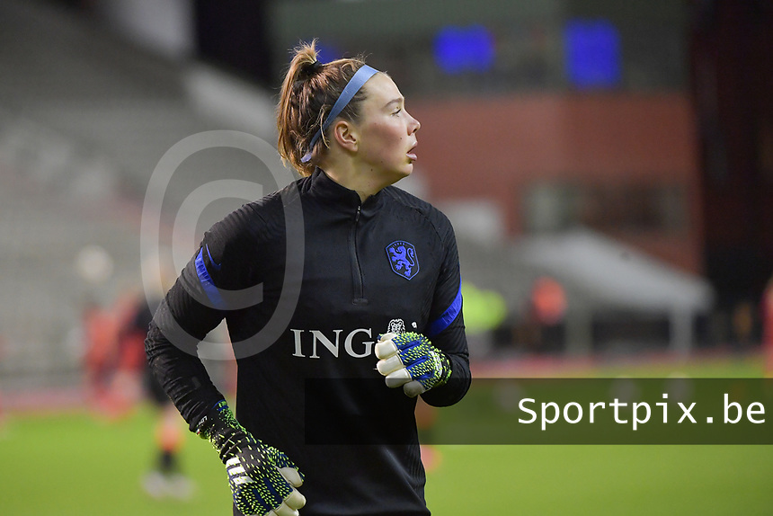 goalkeeper Lize Kop (16) of The Netherlands  pictured during a friendly female soccer game between the national teams of Belgium , called the Red Flames and The Netherlands , called the Oranje Leeuwinnen in a pre - bid tournament called Three Nations One Goal with the national teams from Belgium , The Netherlands and Germany towards a bid for the hosting of the 2027 FIFA Women's World Cup , on Thursday 18 th of February 2021  in Brussels , Belgium . PHOTO SPORTPIX.BE | SPP | DIRK VUYLSTEKE