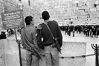 - Israeli soldiers to the Western Wall  ....- militari israeliani al Muro del Pianto