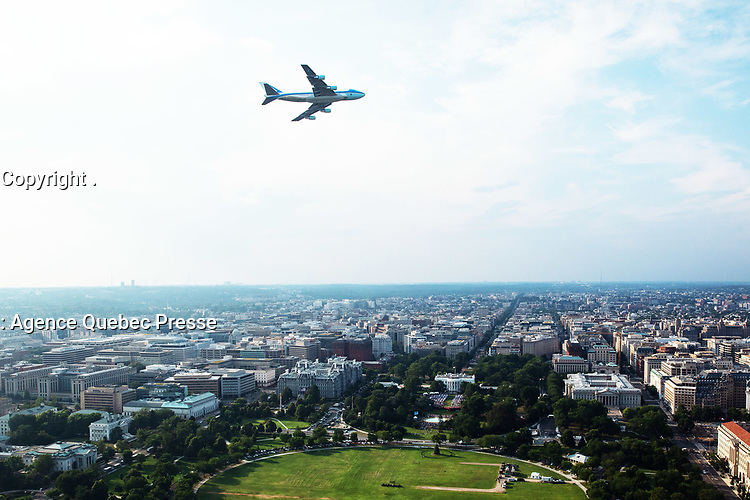 Salute to America 2020<br /> <br /> Air Force One flies above the White House Saturday evening, July 4, 2020, during the Salute to America 2020, Fourth of July at the White House celebration. (Official White House Photo by Keegan Barber)