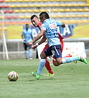 BOGOTA - COLOMBIA -03 -04-2016: Carlos Perez (Izq.) jugador de Fortaleza FC, disputa el balón con Vladimir Hernandez (Der.) jugador de Atletico Junior durante partido entre Fortaleza FC y Atletico Junior por la fecha 11 de la Liga Aguila I-2016, jugado en el estadio Metropolitano de Techo de la ciudad de Bogota. / Carlos Perez (L) player of Fortaleza FC  vies for the ball with Vladimir Hernandez (R) player of Atletico Junior during a match between Fortaleza FC and Atletico Junior for the  date 11 of the Liga Aguila I-2016 at the Metropolitano de Techo Stadium in Bogota city, Photo: VizzorImage  / Luis Ramirez / Staff.