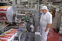 - Novara, stabilimento Pavesi (gruppo Barilla), linea di produzione dei biscotti Ringo, reparto confezione<br /> <br /> - Novara, Pavesi plant (Barilla Group), production line of Ringo biscuits, packaging department