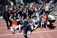 Calcio, Serie A: Roma, stadio Olimpico, 30 aprile 2017.<br /> Lazio's coach Simone Inzaghi (r) celebrates with players and staff after winning the Italian Serie A football match between AS Roma an Lazio at Rome's Olympic stadium, April 30 2017.<br /> UPDATE IMAGES PRESS/Isabella Bonotto