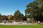 Deutschland, Bayern, Niederbayern, Baederdreieck, Bad Fuessing: Kurpark, Spielbank im Hintergrund | Germany, Bavaria, Lower Bavaria, resort Bad Fuessing: spa gardens, at background Casino