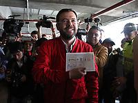 BOGOTÁ - COLOMBIA, 27-10-2019:Carlos Fernando Galán vota para alacalde de Bogotá.Jornada de elecciones para alcaldes y gobernadores en Colombia./. Photo: VizzorImage / Felipe Caicedo / Satff