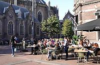 Nederland  Haarlem  2019.  Terrasje bij de Grote Markt.    Berlinda van Dam / Hollandse Hoogte