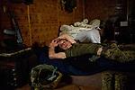 UKRAINE, Pisky: Constantine is watching a DVD on TV during the evening. <br /> <br /> <br /> UKRAINE, Pisky: Constantine regarde un DVD au cours de la soirée.
