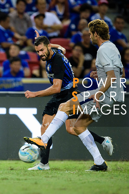 FC Internazionale Midfielder Antonio Candreva (L) in action during the International Champions Cup 2017 match between FC Internazionale and Chelsea FC on July 29, 2017 in Singapore. Photo by Weixiang Lim / Power Sport Images