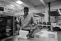 - Senegalese immigrant working in a bindery....- immigrato senegalese lavora in una legatoria