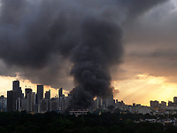 A huge plume of smoke of a fire that lasted some 8 hours in the Mandaluyong suburb of Manila with the Makati Business skyline behind. Some 2000 families lost their homes on that day, Nov.29th 2019. Philippines