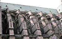 Chartres: Notre Dame de Chartres. Detail--buttresses, south side. Photo '87.