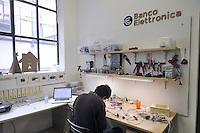 - Milano, laboratorio fablab Wemake, laboratorio di elettronica<br /> <br /> - Milan fablab laboratory Wemake, electronics laboratory