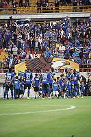 BOGOTA - COLOMBIA -21 -02-2015: Los jugadores de Millonarios entran al campo durante partido entre Millonarios y Cortulua por la fecha 5 de la Liga Aguila I-2015, jugado en el estadio Nemesio Camacho El Campin de la ciudad de Bogota.  / The players of Millonarios enter to the field during a match between Millonarios and Cortulua for the date 5 of the Liga Aguila I-2015 at the Nemesio Camacho El Campin Stadium in Bogota city, Photo: VizzorImage / Luis Ramirez / Staff.