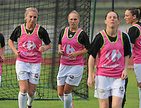 Football Club Feminin Juvisy Essonne - Olympique Lyon :.Laetitia Tonazzi en Janice Cayman.foto DAVID CATRY / JOKE VUYLSTEKE / Vrouwenteam.be