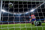 Goalkeeper Jan Oblak of Atletico de Madrid fails to save the shot during the UEFA Champions League 2017-18 match between Atletico de Madrid and Chelsea FC at the Wanda Metropolitano on 27 September 2017, in Madrid, Spain. Photo by Diego Gonzalez / Power Sport Images