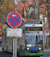Geplante Einstellung der Starßenbahn Linie 9 der LVB in Richtung Markkleeberg - Station Wildpark , Forsthaus Raschwitz und folgende werden demnach nicht mehr angefahren . FEATURE Foto: Norman Rembarz<br /> <br /> Norman Rembarz , ( ASV-Autorennummer 41043728 ), Holbeinstr. 14, 04229 Leipzig, Tel.: 01794887569, Hypovereinsbank: BLZ: 86020086, KN: 357889472, St.Nr.: 231/261/06432 - Jegliche kommerzielle Nutzung ist honorar- und mehrwertsteuerpflichtig! Persönlichkeitsrechte sind zu wahren. Es wird keine Haftung übernommen bei Verletzung von Rechten Dritter. Autoren-Nennung gem. §13 UrhGes. wird verlangt. Weitergabe an Dritte nur nach  vorheriger Absprache.