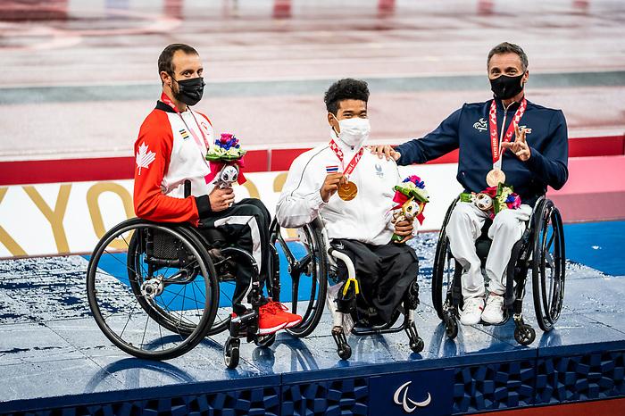 Brent Lakatos, Tokyo 2020 - Para Athletics // Para-athlétisme.<br /> Brent Lakatos receives the silver medal in the men's 800m T53 final // Brent Lakatos recoit le médaille d'argent à la finale masculine du 800 m T53. 02/09/2021.