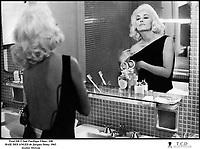 Prod DB © Sud Pacifique Films / DR<br /> BAIE DES ANGES (BAIE DES ANGES) de Jacques Demy 1963 FRA<br /> avec Jeanne Moreau<br /> vanite, narcissisme, miroir, appreter, maquillage