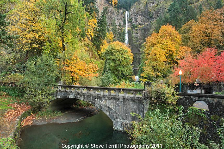 Mutltnomah Falls in Coumbia River Gorge National Scenic Area, Oregon