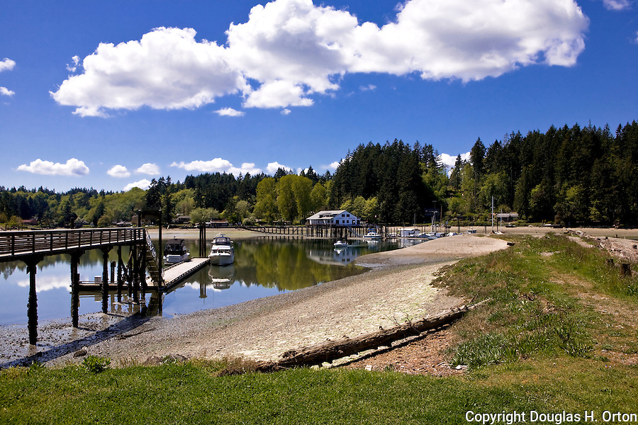 Penrose Point State Park offers drive in or boat in camping, fishing, claming, hiking and picnicking on one of Puget Sound's most scenic southern beaches.  Near Lake Bay, Bay Lake, and towns of Union and Home on the Key Penninsula in southern Puget Sound. Olympic Peninsula