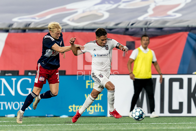FOXBOROUGH, MA - SEPTEMBER 09: Ronaldo Pineda #16 of Chattanooga Red Wolves SC on the attack as Connor Presley #7 of New England Revolution II defends during a game between Chattanooga Red Wolves SC and New England Revolution II at Gillette Stadium on September 09, 2020 in Foxborough, Massachusetts.