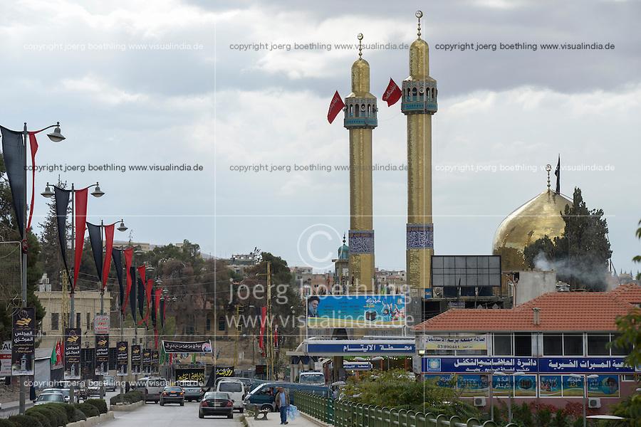 LEBANON Baalbek in Beqaa valley, shiite mosque, Baalbek is mostly populated by Shia muslims and a stronghold of Hezbollah / LIBANON Baalbek in der Bekaa Ebene, shiitische Moschee, Baalbek wird von der Hisbollah dominiert und ist vorwiegend von Shiiten bewohnt