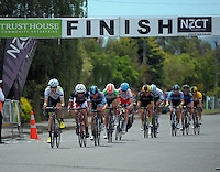 The peloton completes the 6th lap of the 8 Martinborough circuits. UCI Oceania Tour - NZ Cycle Classic stage two - Masterton to Martinborough circuit in Wairarapa, New Zealand on Thursday, 21 January 2016. Photo: Dave Lintott / lintottphoto.co.nz