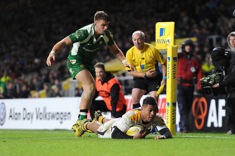 Frank Halai of Wasps dives over to score a try during the Premiership Rugby match between London Irish and Wasps - 28/11/2015 - Twickenham Stadium, London<br /> Mandatory Credit: Rob Munro/Stewart Communications