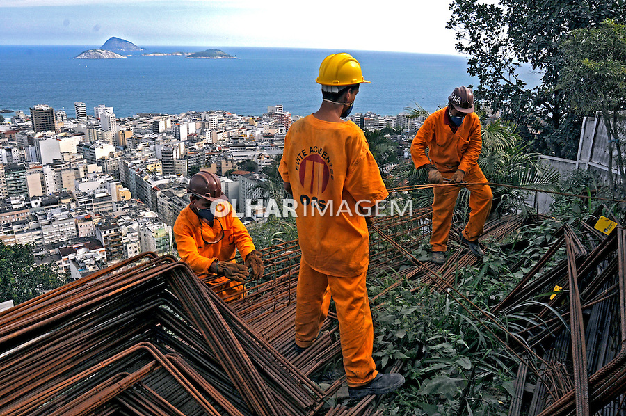 Obras do Programa de Aceleração do Crescimento, PAC. Favelas Pavão, Pavãozinho e Cantagalo. Rio de Janeiro. 2009. Foto de Rogério Reis.