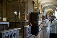 Papa Francesco visita la Basilica di San Bartolomeo sull'isola Tiberina - Papa Francesco presiede la Liturgia della Parola con la Comunita' di Sant'Egidio in commemorazione dei Nuovi Martiri nella Basilica di San Pope Francis celebrates the Liturgy of the Word in memory of the martyrs of the 20th and 21st centuries, in the in the Basilica of St. Bartholomew at the Tiber Island in Rome, 22 April 2017.<br /> UPDATE IMAGES PRESS/Donatella Giagnori - Pool
