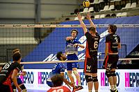 27-02-2021: Volleybal: Amysoft Lycurgus v Computerplan VCN: Groningen Lycurgus speler Geoffrey van Gent tikt de bal over het blok met VCN  speler  Vincent Smid en VCN  speler  Robert Jansen