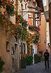 Italien, Suedtirol (Trentino-Alto Adige), Eisacktal, Brixen: Altstadtgasse | Italy, South Tyrol (Trentino-Alto Adige), Bressanone: old town lane