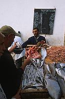 Afrique/Afrique du Nord/Maghreb/Maroc/Essaouira : Le port de pêche - Le marché aux poissons